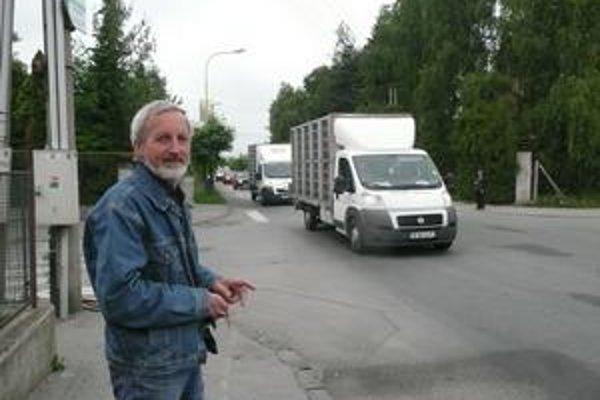 Peter Stachura. Pred niekoľkými rokmi na Šafárikovej jeho mamu zrazilo auto. Vraví, že premávka je prehustená.