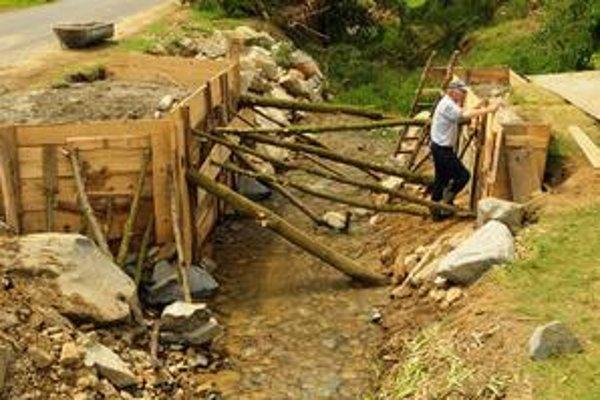 Následky povodní. Veľká voda vyčíňala koncom júna aj v obci Andrejová (okres Bardejov).