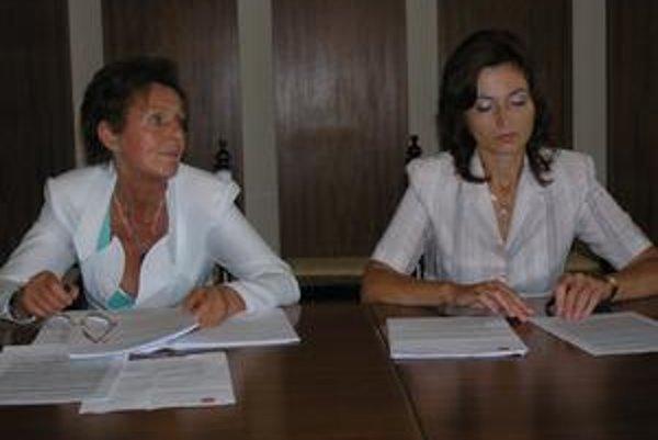 M. Kusendová (vľavo) i A. Turčanová majú výhrady k dodatkom zmluvy s VPS.