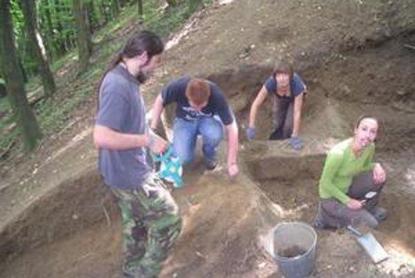 Archeologický výskum. Práca v teréne je náročná.