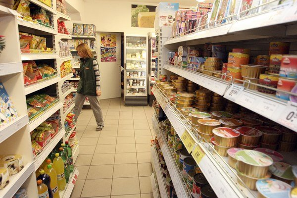 Potraviny bežne medziročne zdražujú o 3 až 4 eurá, teraz to nebolo ani o 1 percento.
