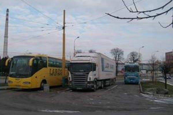 Odstavisko pre kamióny. Bývalá otočka pre trolejbusy je znova v majetku mesta.