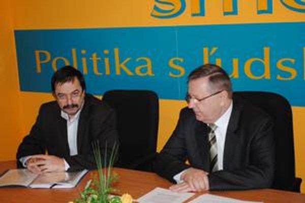 Predstavitelia Smeru Emil Chlapeček (vľavo) a Stanislav Kubánek.