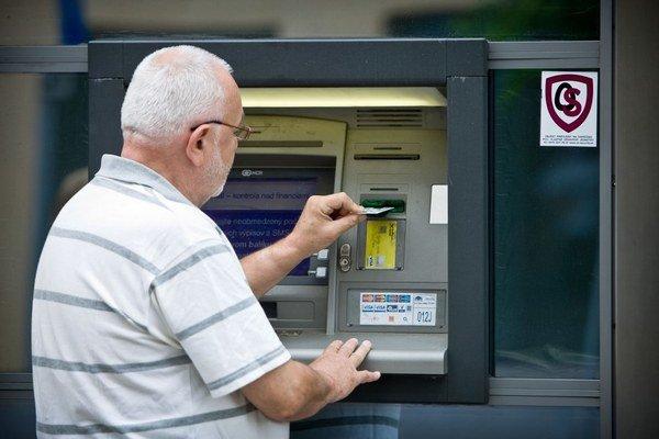 Peniaze na ruku si z II. piliera bude môcť vybrať dôchodca s penziou vyše 800 eur alebo ten, kto nebude mať dosť vysoké úspory.