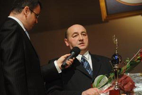Peter Novosad. Prevzal cenu za svojho bývalého zverenca.