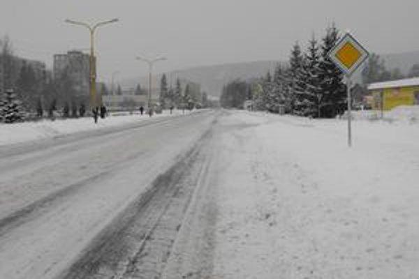 Svidník. V okrese napadlo 30 centimetrov nového snehu.
