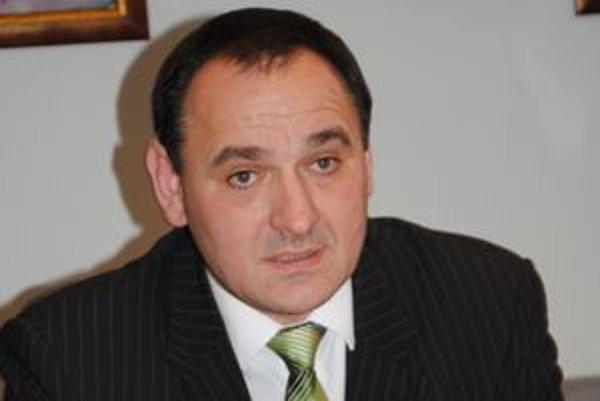 Župan Peter Chudík obviňuje pravicu z politikárčenia.