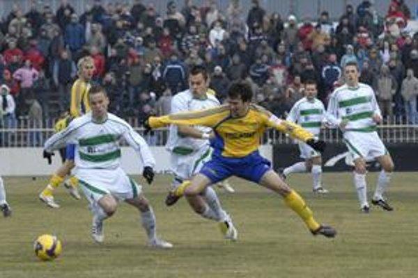 Jaroslav Prekop, stredopoliar Tatrana (vľavo) už trénuje, ale v derby ešte nezasiahne.