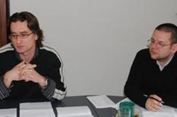 Bardejovskí aktivisti Mário Hudák (vľavo) a Marek Božik. Primátor s nimi odmieta komunikovať.
