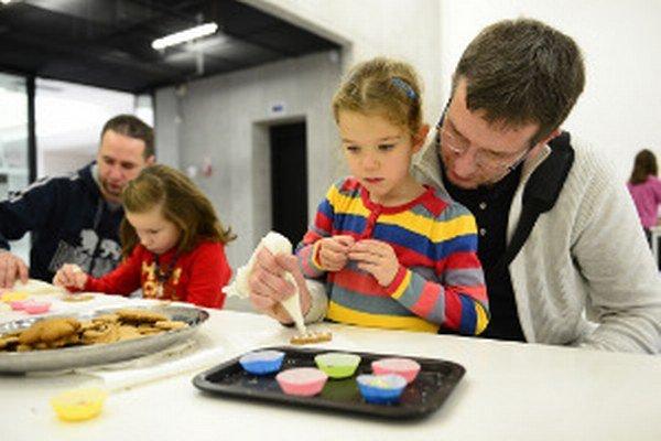 Zapojiť sa do tvorivých dielní môžu deti aj dospelí.