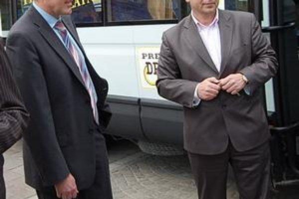 Majú rozdielny názor. Poslanec J. Kislík (vľavo) a primátor P. Hagyari.