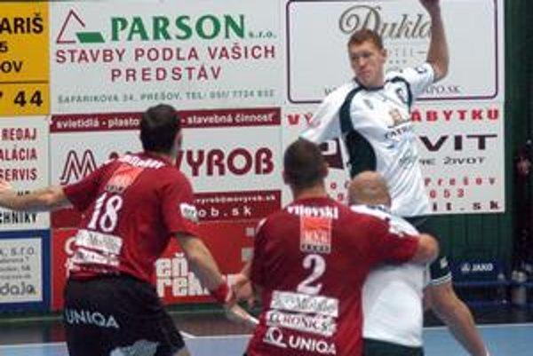 Dajnis Kristopans. Aj Lotyš (na snímke s loptou) v slovenských službách dostal reprezentačnú pozvánku.