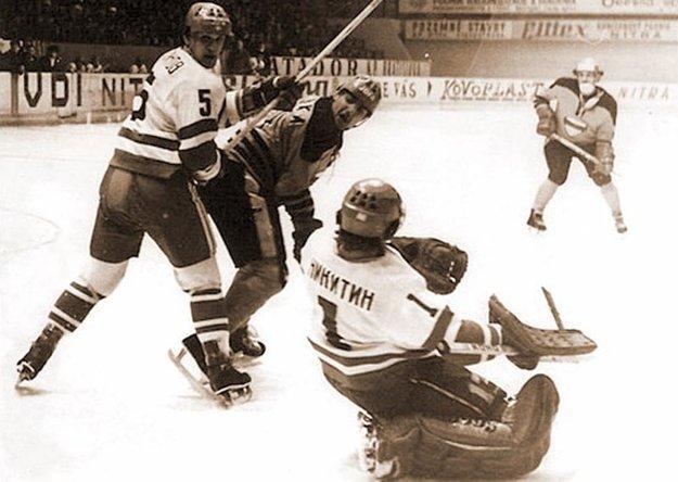 Z pamätného medzištátneho zápasu sruským tímom Krystal Saratov. Hralo sa vo februári 1980.