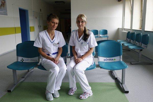 Nové lavičky. Prvé si ich vyskúšali zdravotné asistentky.