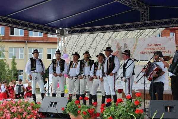Repertoár Paričovčana je veľmi široký. Okrem známych zemplínskych  piesní spievajú aj šarišské a abovské, ktoré si osvojili zo širokého okolia.