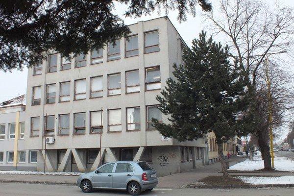 Budova Okresného úradu v Trebišove, kde sídli aj živnostenský odbor. Sídli v nej aj živnostenský odbor.