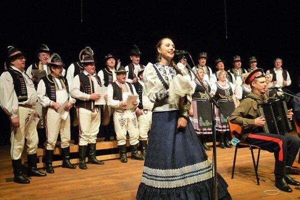 Folklórna skupina Paričovčan. Zaspievali si spoločne sDonskými kozákmi.