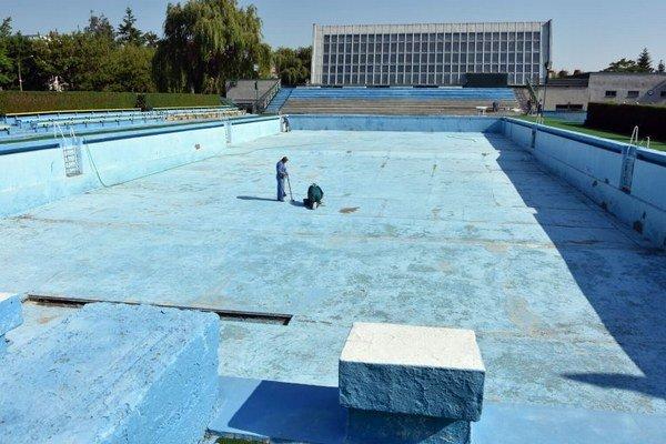 Objekt areálu vodných športov. Počas leta bude sprístupnené letné kúpalisko.