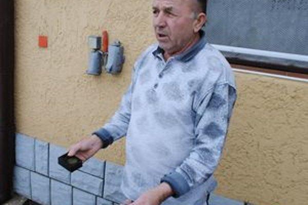 """Skúšali všetko. """"Elektronické plašičky nezaberajú. Na otravu sme minuli už vyše 100 eur,"""" uviedol Ján."""