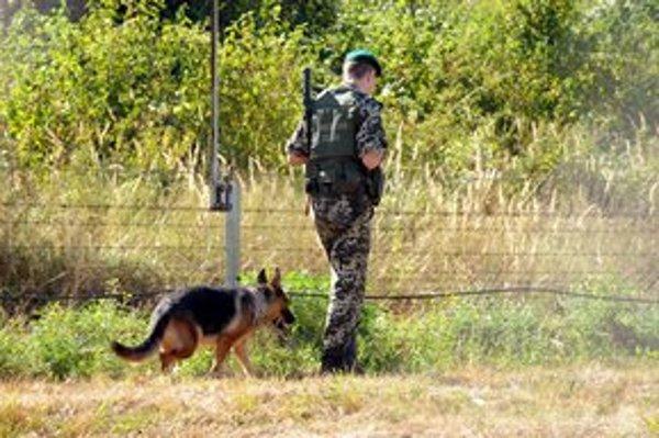 Ostro strážená hranica s Ukrajinou.