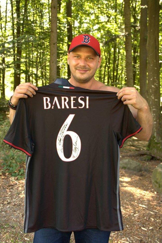 Hlavnou cenou v tombole bol podpísaný dres legendy AC Milána, Franca Baresiho.