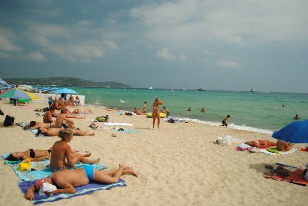 Pláže v okolí St. Tropez patria medzi priekopnícke nuda pláže Európy.