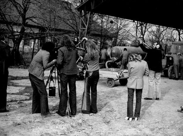Mikrokomédiu Majster zlodejského cechu, nakrútenú na motívy ľudovej rozprávky, si vzal v roku 1976 pod palec Ivan Krajíček.