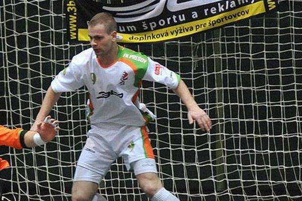Obojživelník. Matúša Mihoka baví strieľať góly vo futsale i futbale.