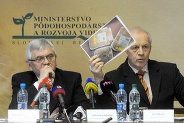 Minister Jahnátek a riaditeľ Štátnej veterinárnej a potravinovej správy Jozef Bíreš.
