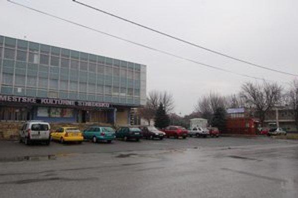 Text k foto: Mestské kultúrne stredisko v Sabinove. V tejto budove sídli Mestská knižnica.