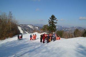 Lysá. Ľudia tu nechodia len na lyžovačku, ale aj na prechádzku.