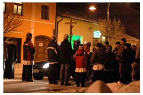 Modlenie v uliciach. Sabinovčania sa pripravujú na misijný týždeň.