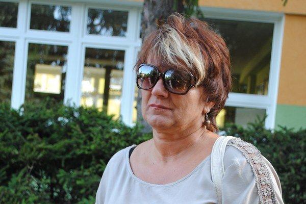 Mária Cvancigerová Ráno stála pred školou, od budovy nemá kľúče.