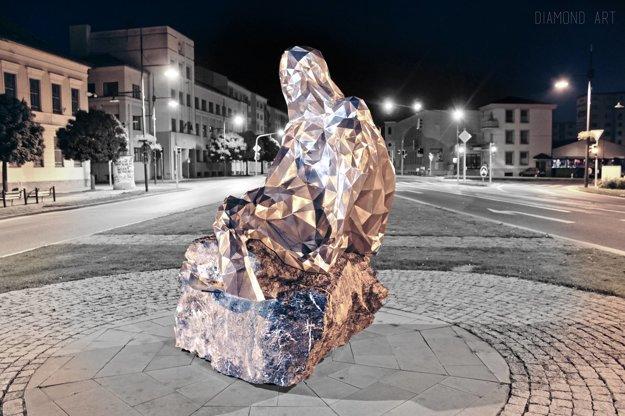 Na námestí v Sabinove sedí hrdinka Sabína.