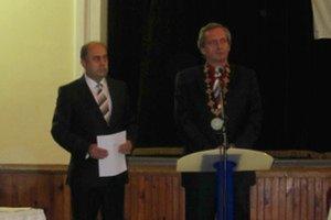 Dušan Šimka (vpravo) odovzdal úrad Danielovi Danišovi.