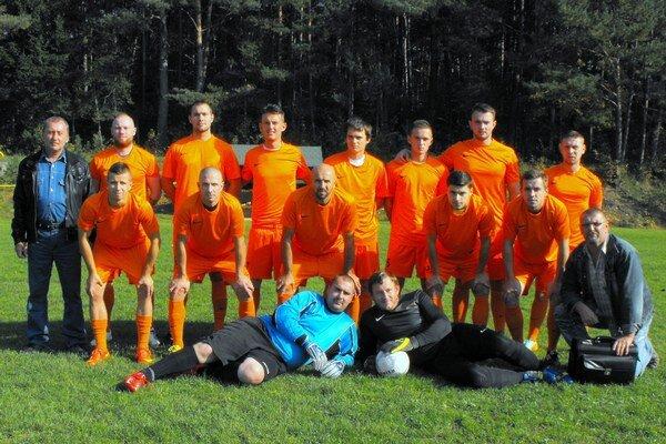 Na tretej priečke. Mužstvo FK Gemerská Hôrka je aktuálne najlepším gemerským mužstvom v V. lige.