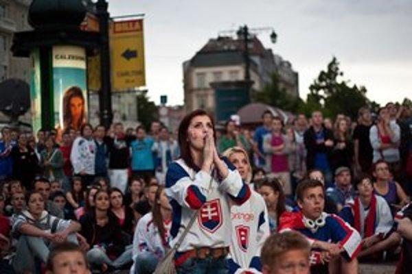 Hokejové majstrovstvá sveta dokážu ľudí postaviť spred televízorov.