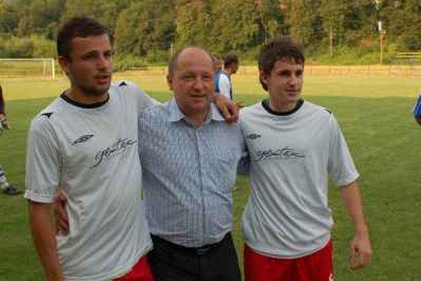 Pollákovci. Dušan Pollák so synmi Filipom a Martinom.
