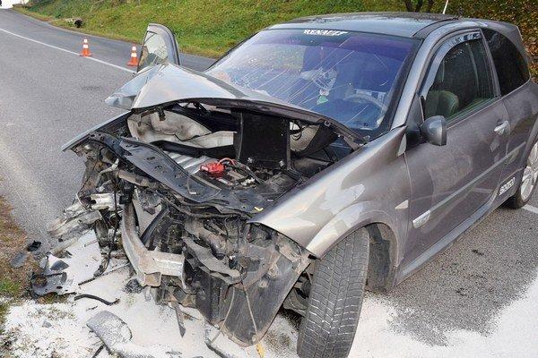 Honce. Vodič skončil s autom v rodinnom dome.