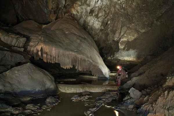 Vnútro jaskyne. Takýto pohľad sa naskytá jaskyniarom.