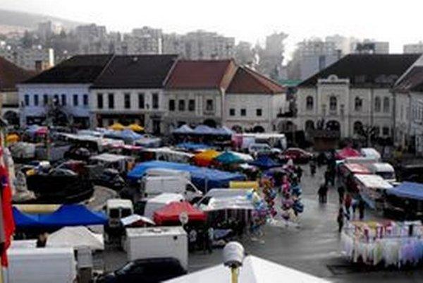 Vianočné trhy v Rožňave. Otvárajú sa v utorok 8. decembra.