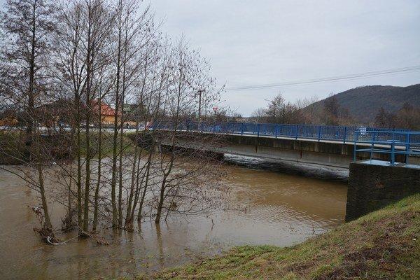 Plešivec. Rieka Slaná sa vyliala z koryta.