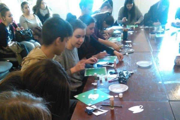 Tvorivé dielne. Do tvorivej činnosti zapojili i žiakov.