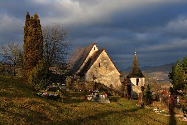 Kostolík vHenckovciach. Na opravu čakal dlhé roky.