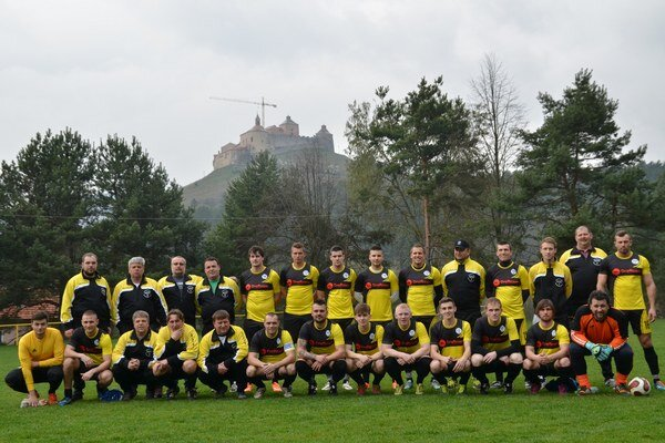 FK Krásnohorské Podhradie. Futbalisti spod hradu Krásna Hôrka sa držia na prvom mieste.