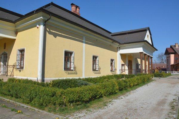 Obecné múzeum vo Vlachove. Budova kaštieľa prešla pred 10 rokmi kompletnou obnovou.