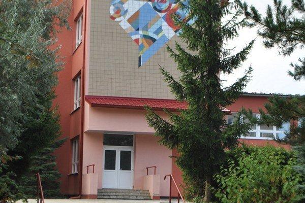 Základná škola akademika Jura Hronca. Jedna zo škôl v pôsobnosti mesta.