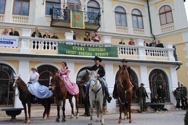 Jazdci. Prezentovali rýchlosť a krásu koní.