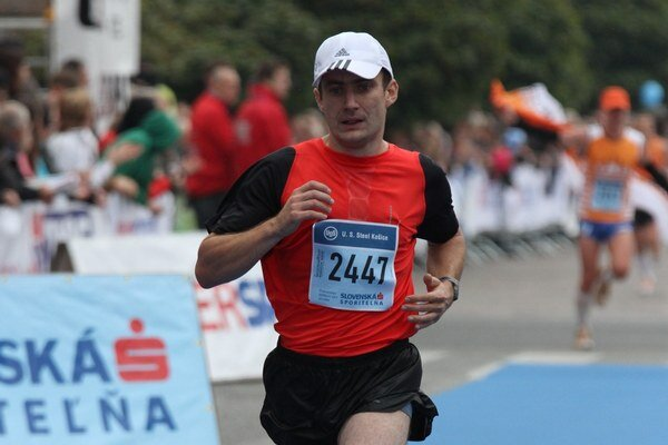 Andrej Ružík na trati polmaratónu.