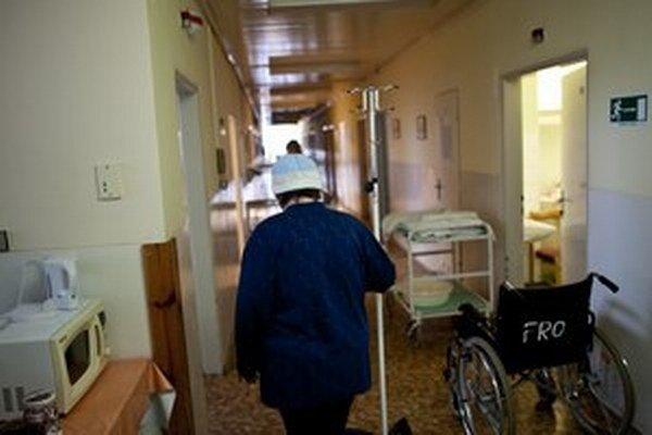Nemocnice zvyšujú dlh.